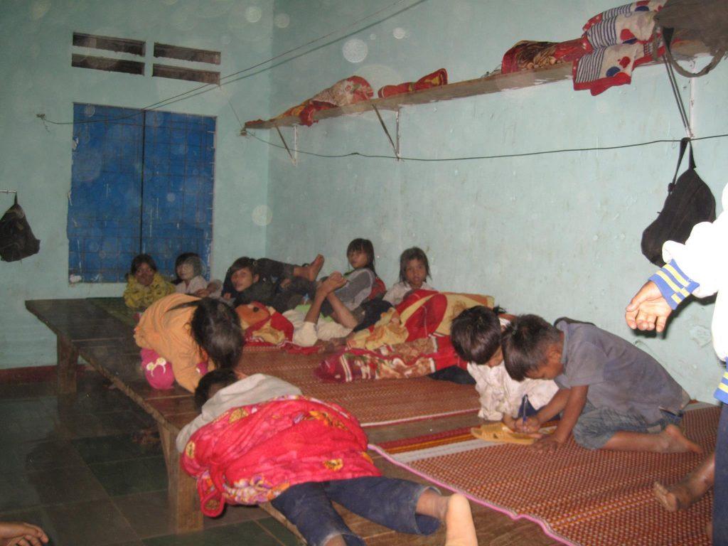 Các em học sinh trường Tiểu học Trà Vinh tại Kí túc xá
